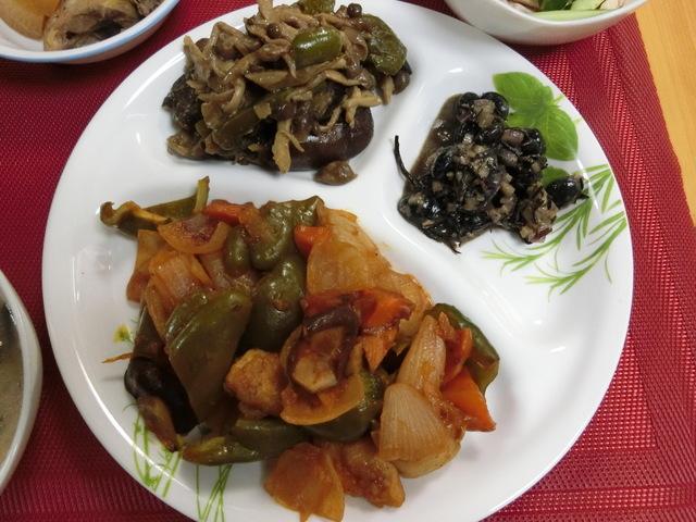 3/24の夕食 酢鶏、黒豆とひじきのサラダ、茄子とピーマンのみそ炒め