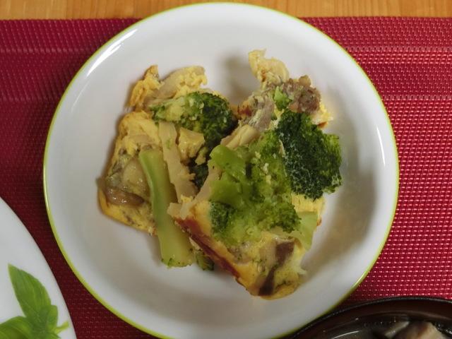 4/2の夕食 ブロッコリーの卵焼き