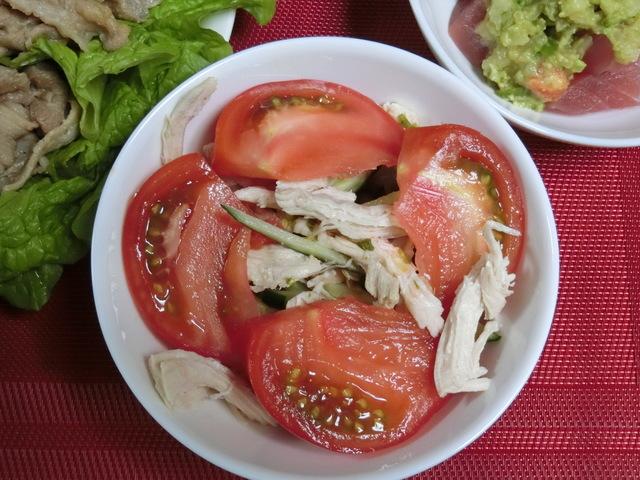 4/17の夕食 鶏肉とトマトときゅうりのサラダ