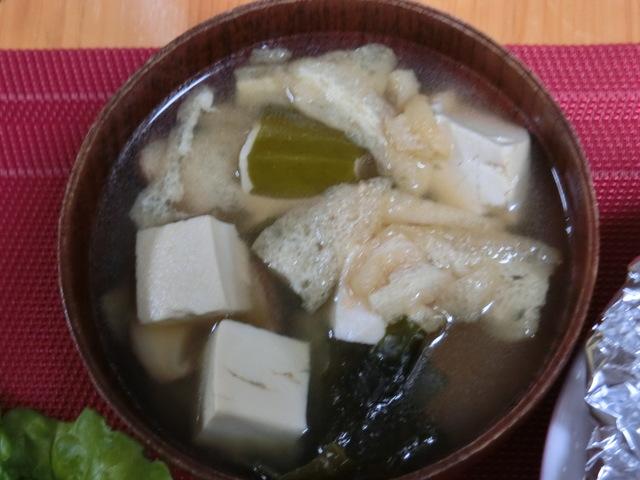 6/1の夕食 豆腐とわかめの味噌汁